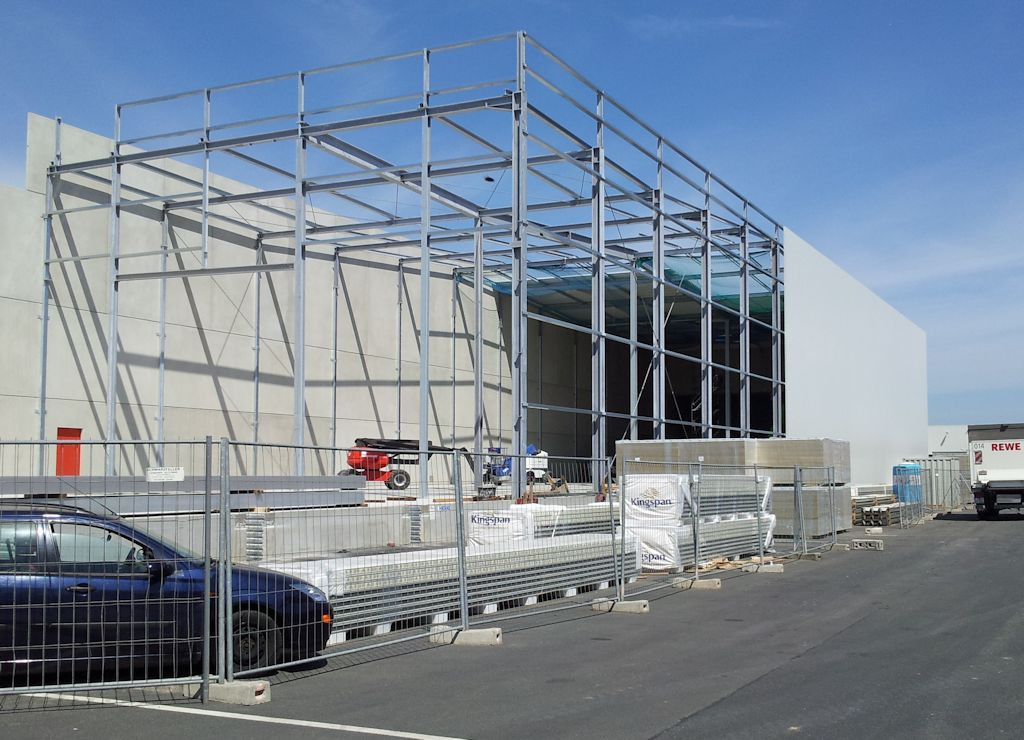 Stahlhallenkonstruktion ● Penny-Markt GmbH - Roßbach 3/3